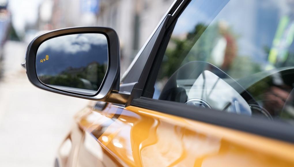 BSM (Blind Spot Monitoring) is een systeem dat voertuigen detecteert die nabij of in de dode hoeken achter aan beide kanten van de wagen komen.